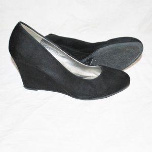 Dexter Wedge Black Velvet Heel Shoe